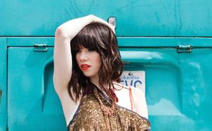 Carly Rae Jepsen präsentiert ihr internationales Debütalbum Kiss